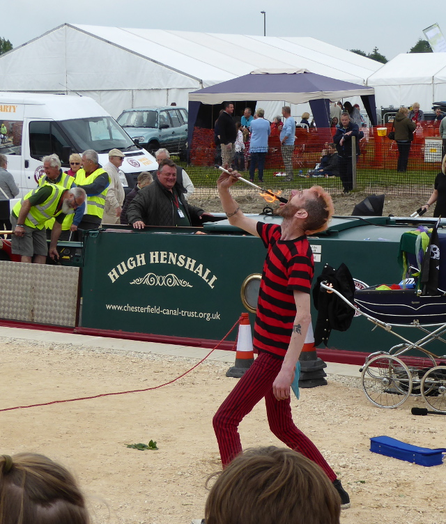 Fire eaters at National Trailboat Festival 2016