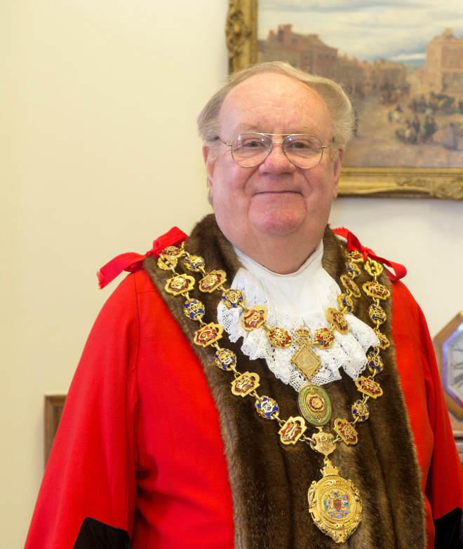 Cllr Gordon Simmons (mayor)